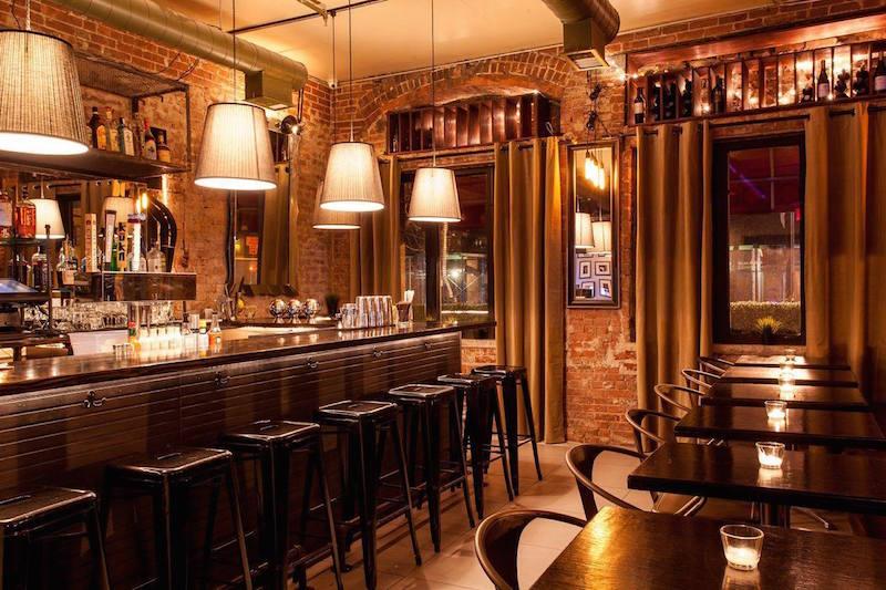 romance in nyc charlie's bar
