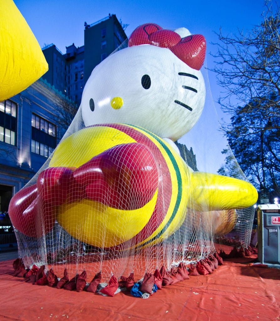 macy's thanksgiving day parade hello kitty float